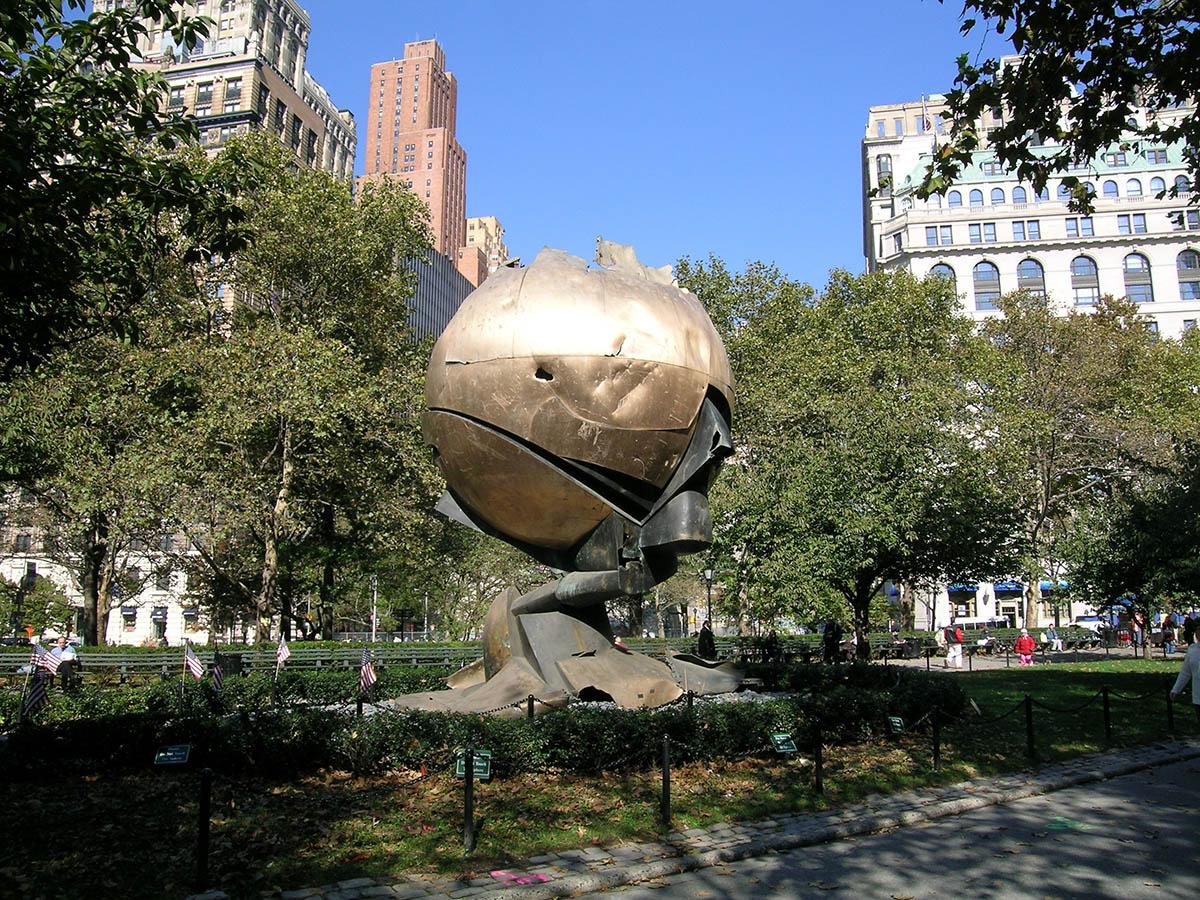 памятник Всемирному торговому центру в Бэттери Парке