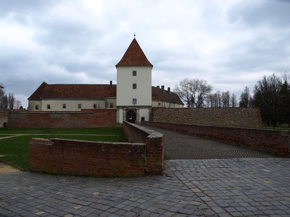 средневековый замок Надашди, Шарвар, Венгрия