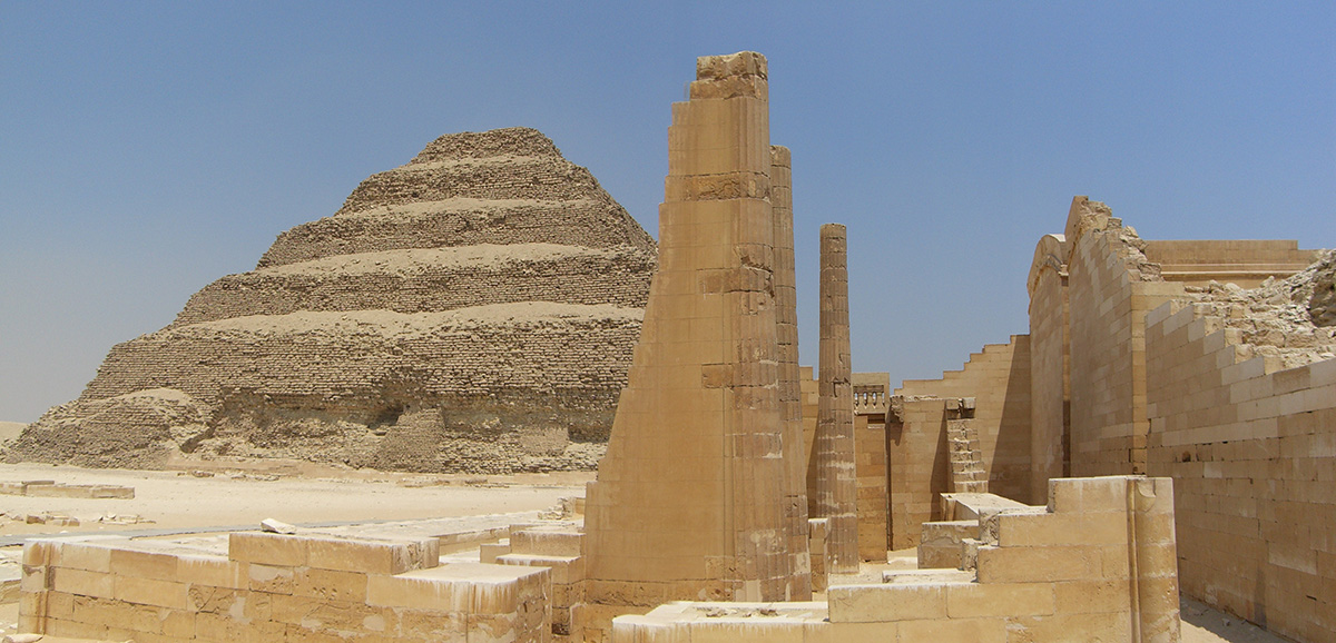 восточная сторона пирамиды Джосера