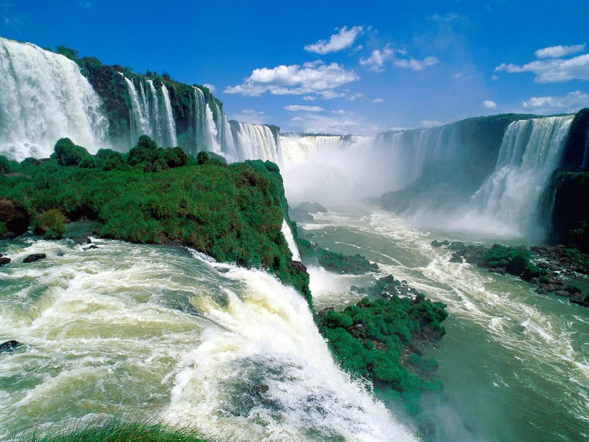 Ниагарский водопад расположен в месте