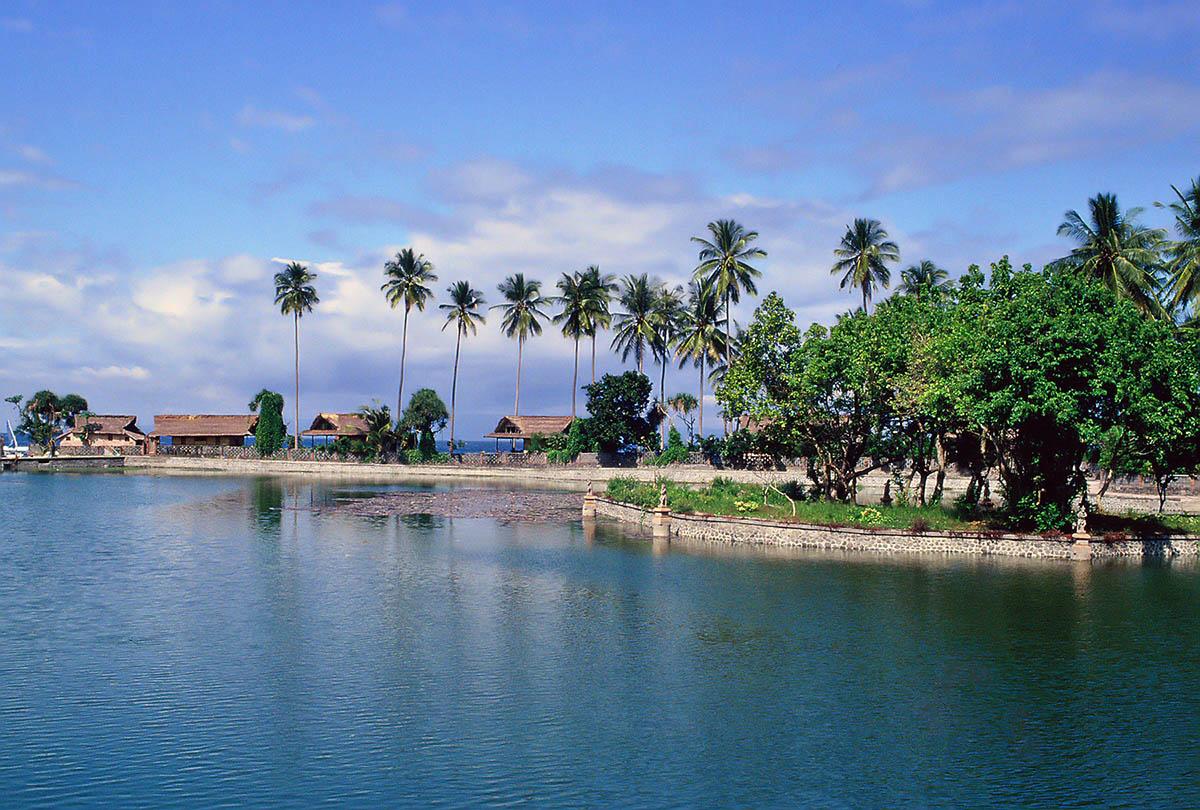 http://eco-turizm.net/wp-content/uploads/2013/02/ostrov-Bali-Kuta.jpg
