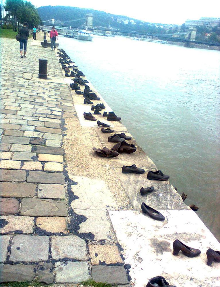 железные ботинки на берегу Дуная, Будапешт, Венгрия