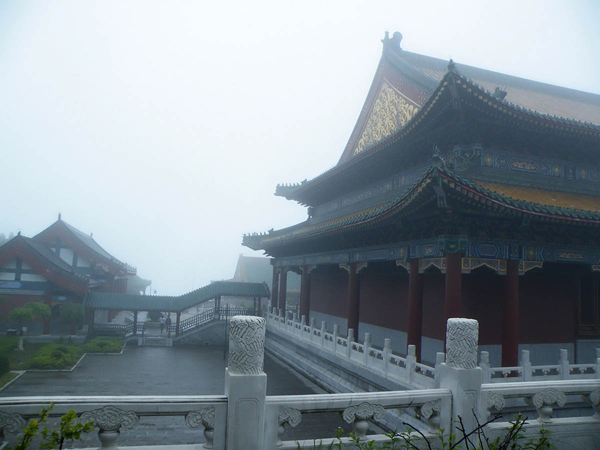 храм в парке Тяньмыньшань