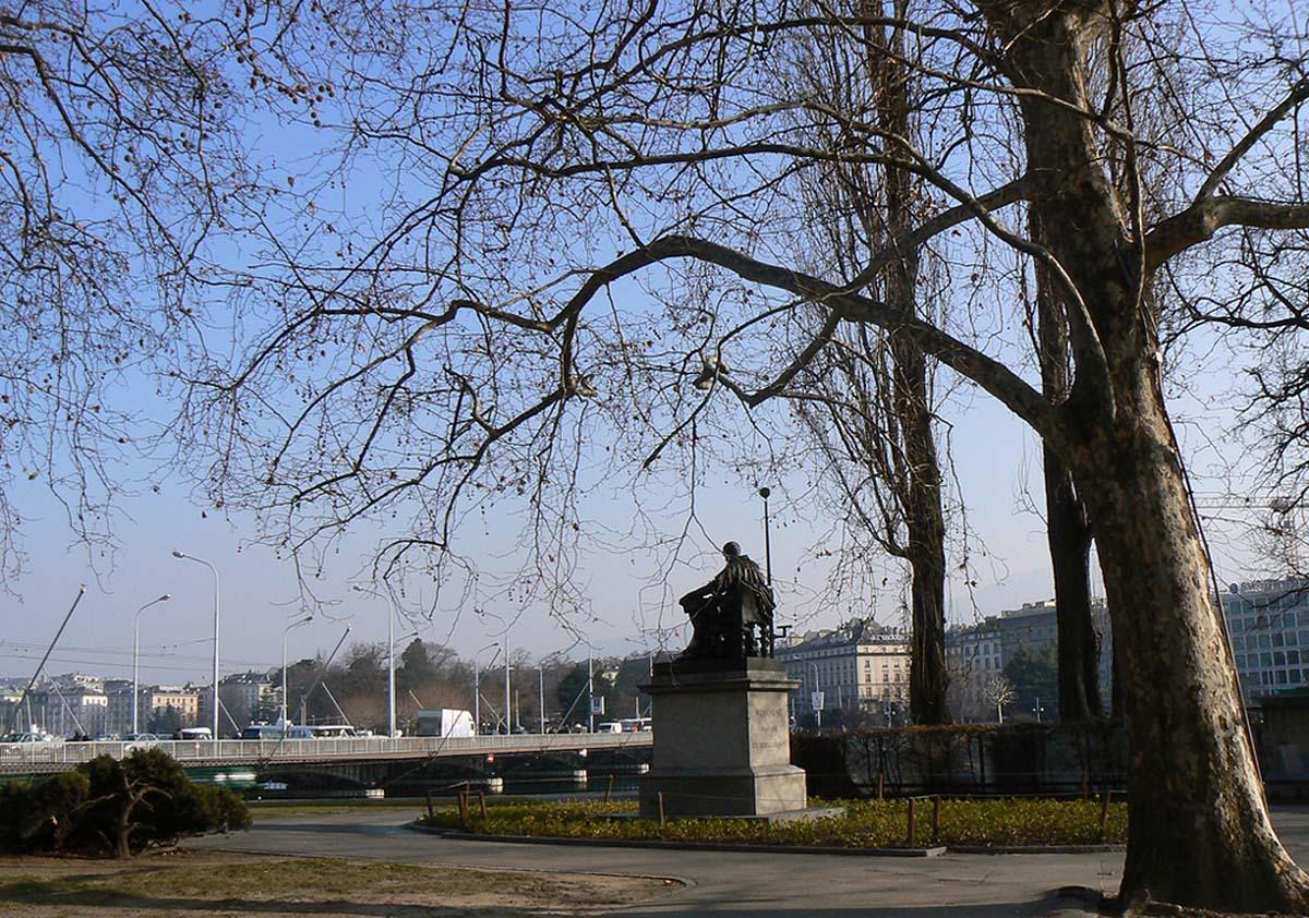 остров Руссо, памятник Жан-Жаку Руссо