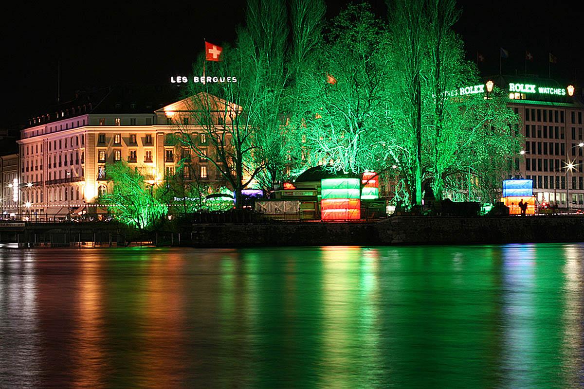 остров Руссо в Женеве ночью