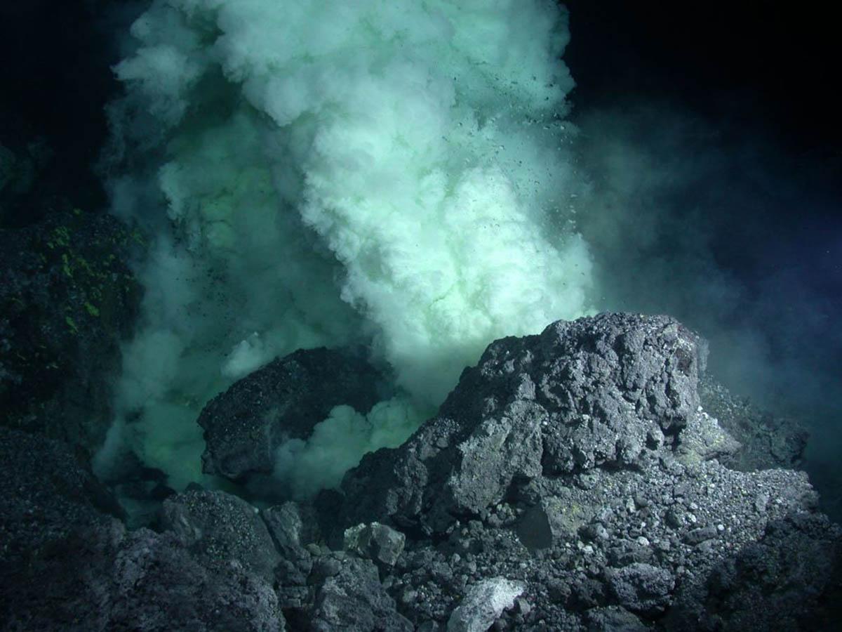 вулкан на дне океана