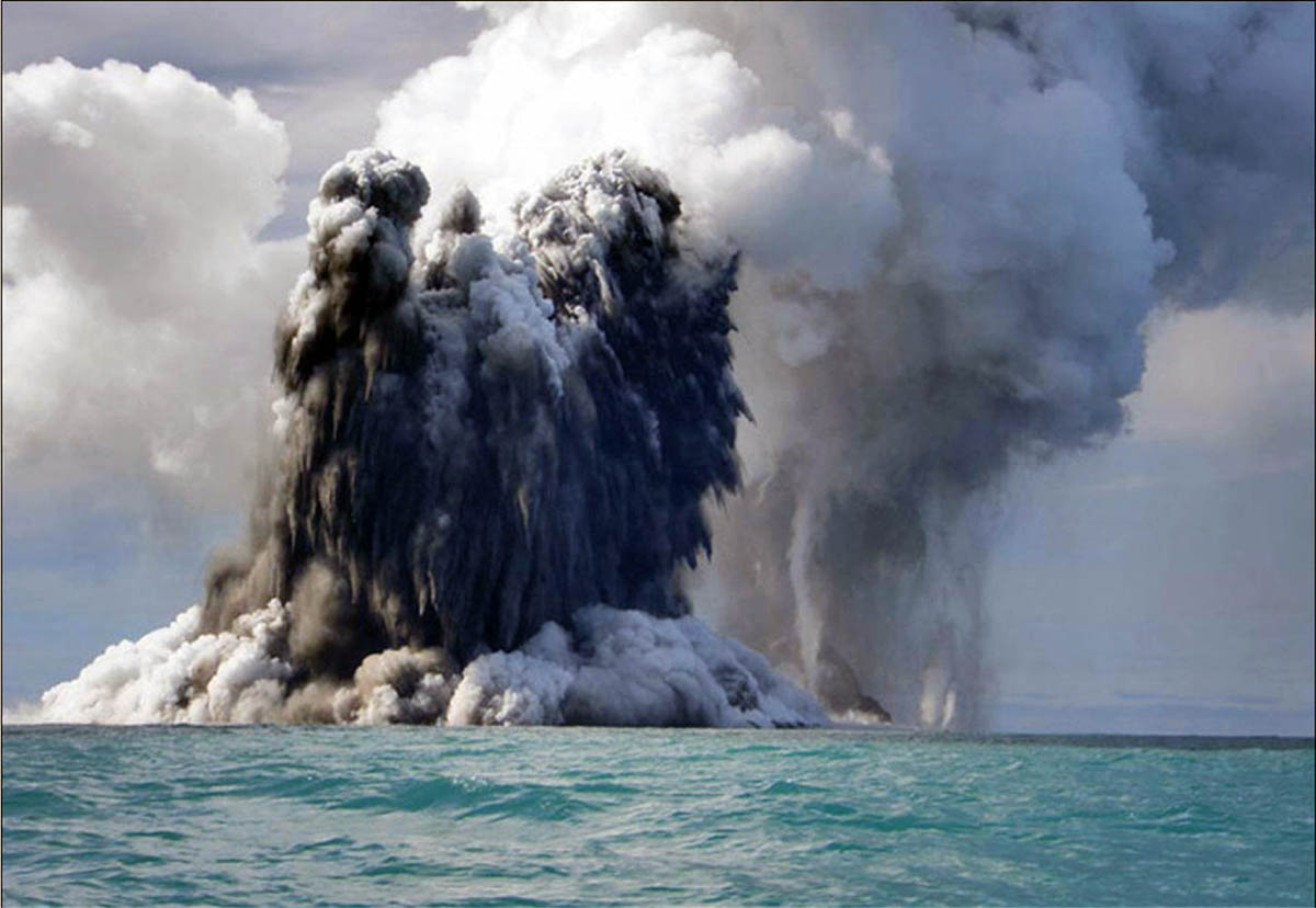 вулкан в океане