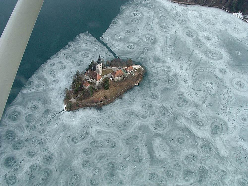 Бледское озеро зимой