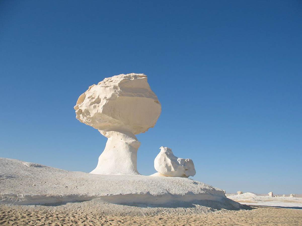 Каменные грибы в Белой пустыне, Египет