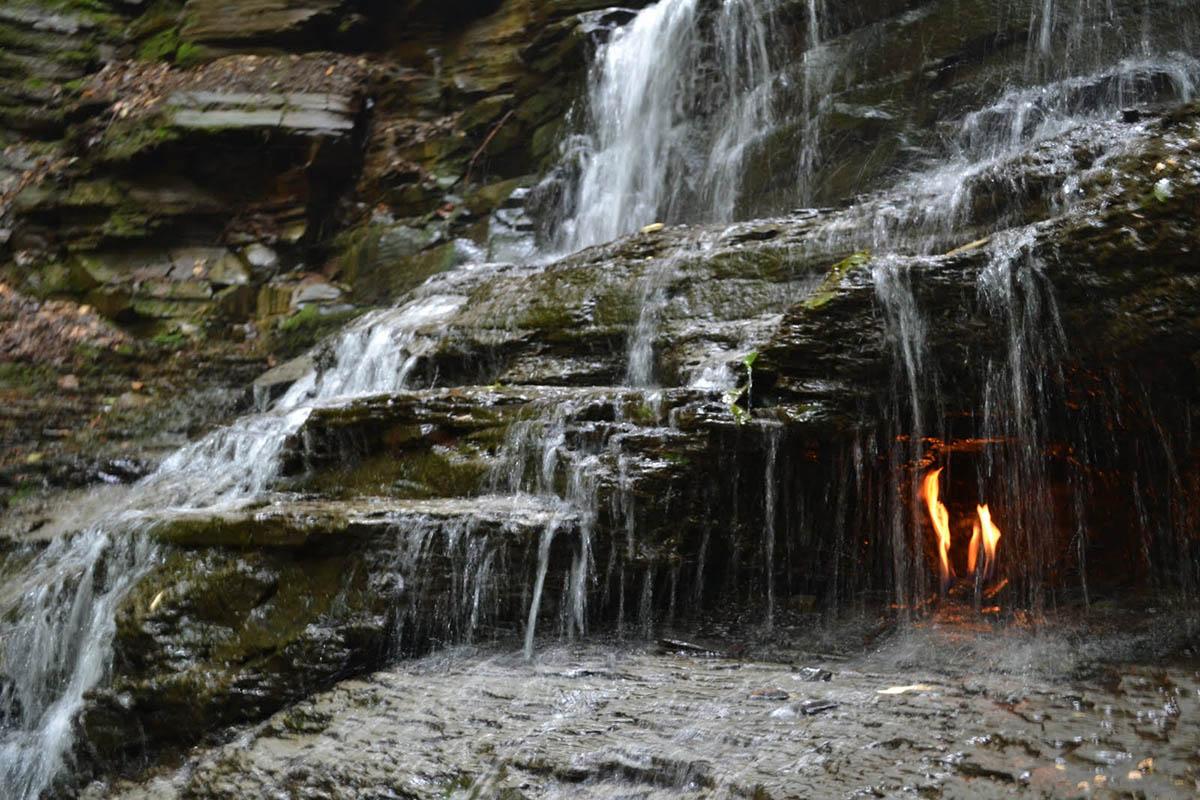 Водопад вечного огня, Нью-Йорк, США