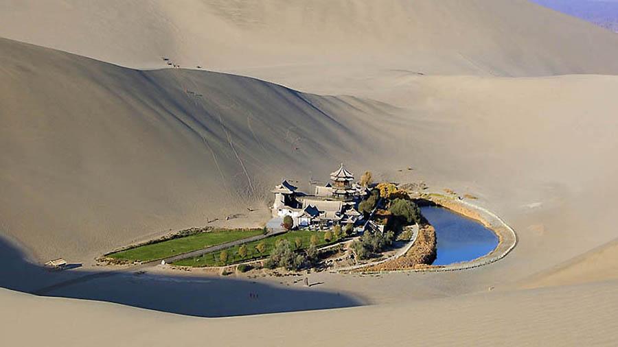 оазис Юэяцюань в пустыне Гоби