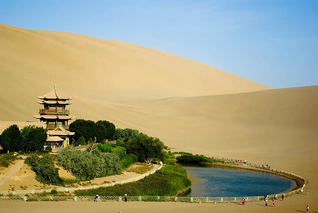 озеро Юэяцюань, пустыня Гоби