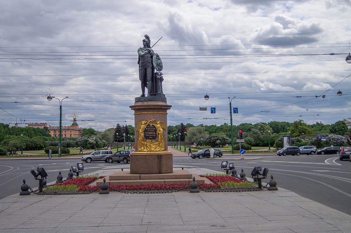 памятник графу Суворову на Марсовом поле