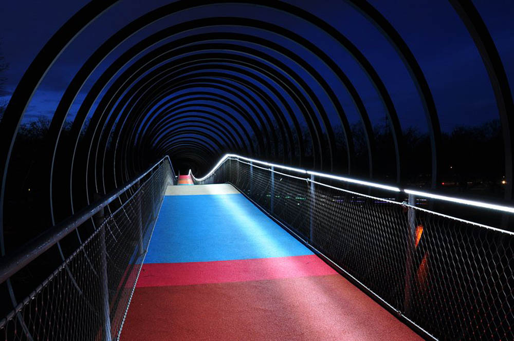 пешеходный мост Slinky Springs To Fame Bridge, Оберхаузен, Германия