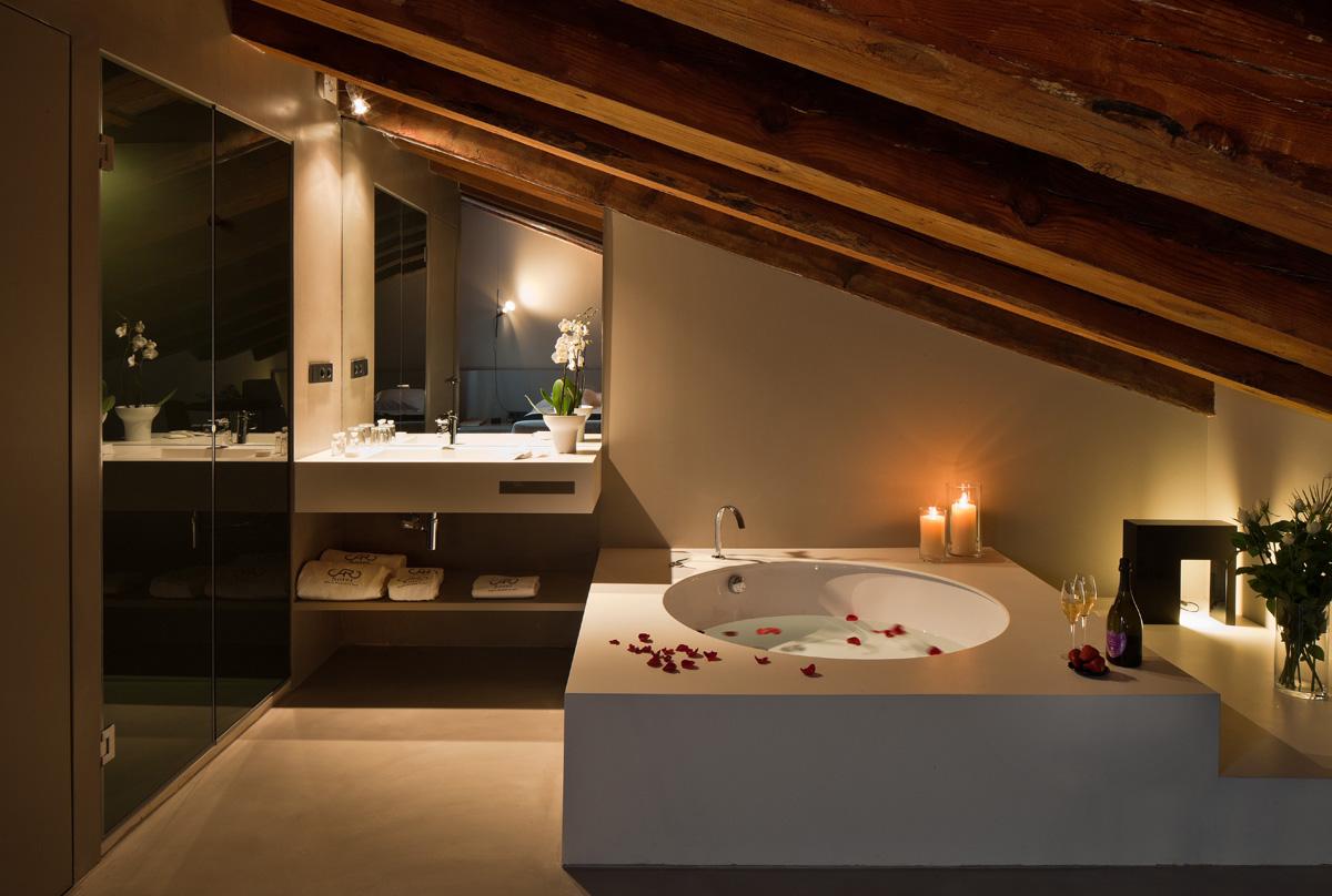 ванная в Caro Hotel
