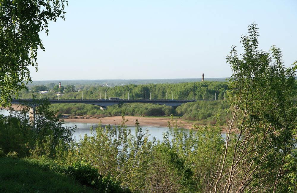 вид из Александровского сада на мост через Вятку