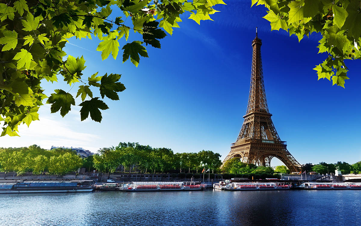 Эйфелева башня, вид с реки Сена