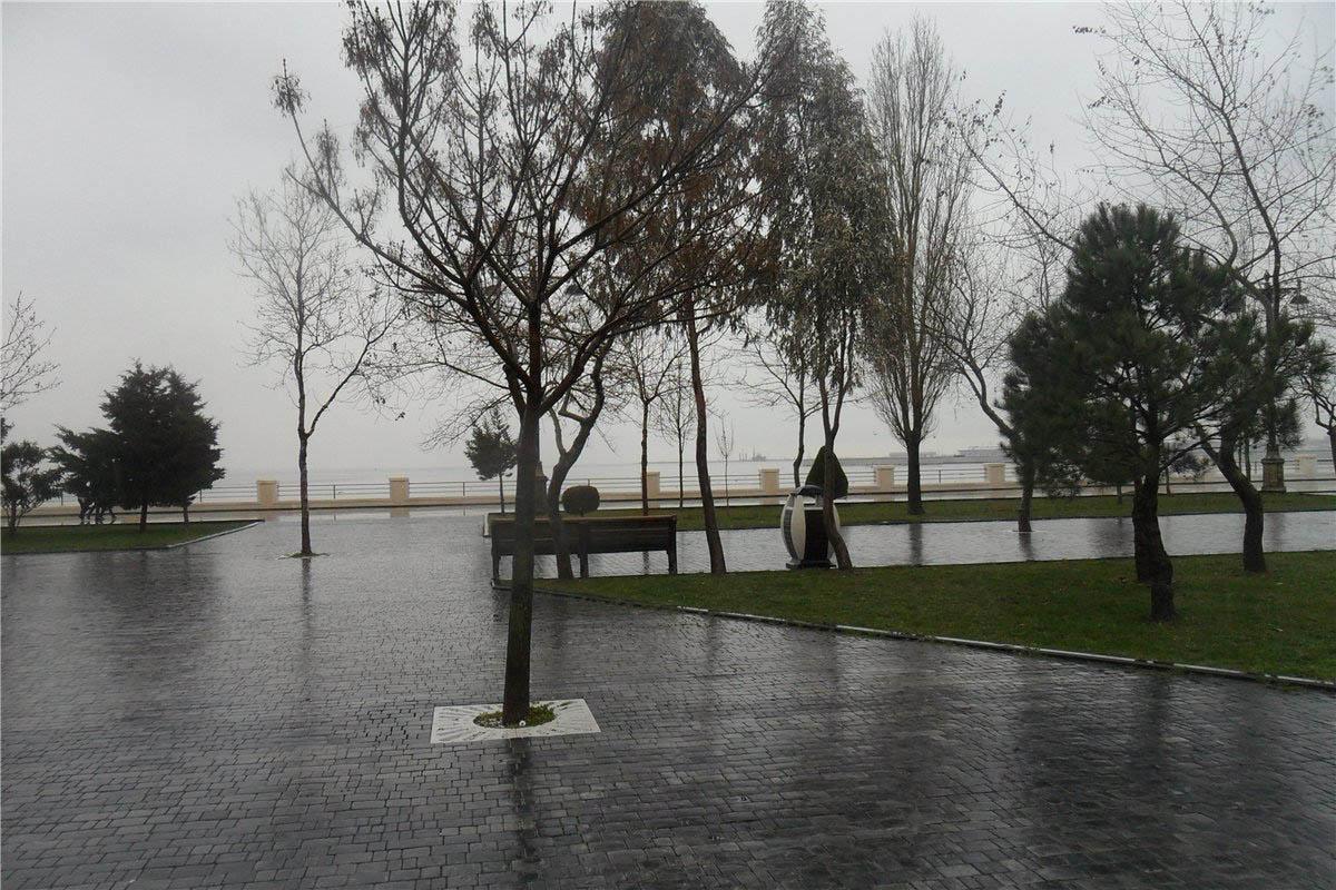 Нацпарк Бульвар в Баку осенью