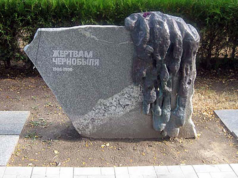 Памятник ликвидатором ЧАЭС в Анапе