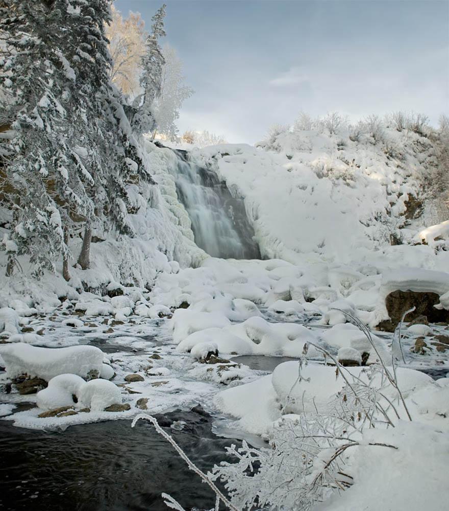 Пещерский водопад зимой