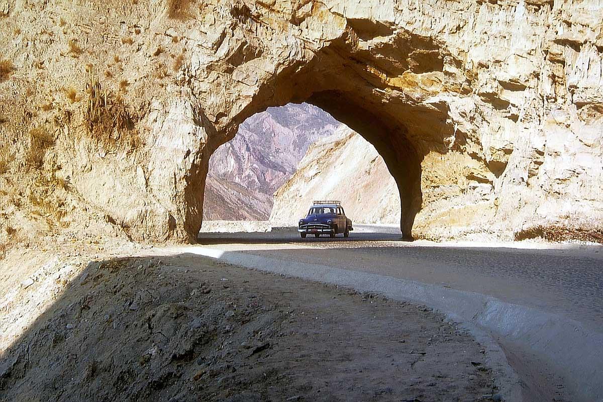 Tunnel im Valle de la Luna, Bolivien