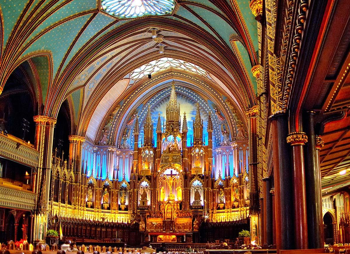 интерьер базилики Нотр-Дам в Монреале, Канада