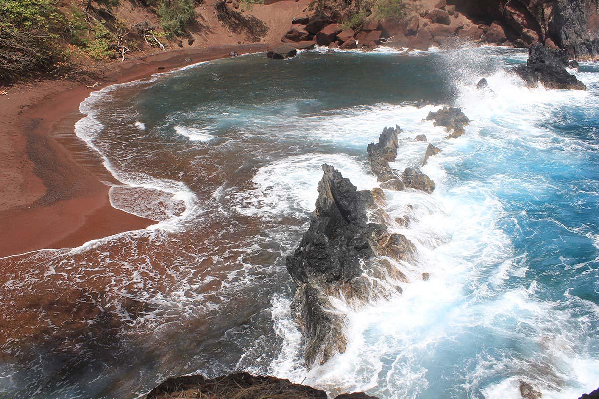 краснопесчаный пляж Каихалулу, Гавайи