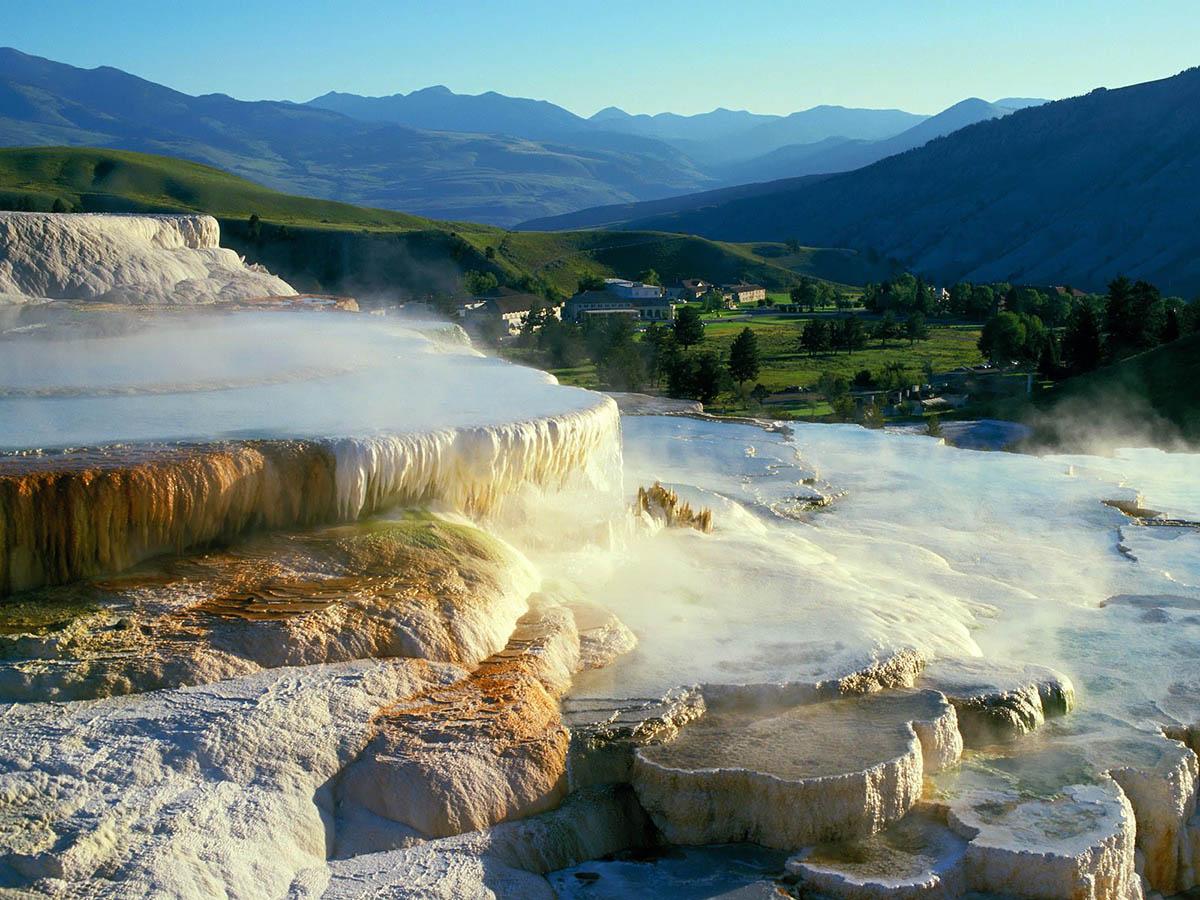 Неземные пейзажи Долины гейзеров Национального парка Йеллоустоун (