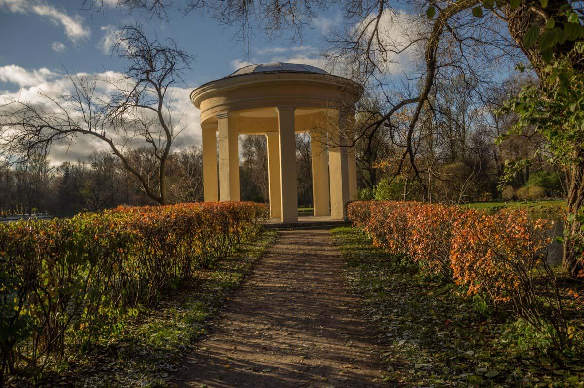 беседка-ротонда в парке Екатерингоф, Санкт-Петербург