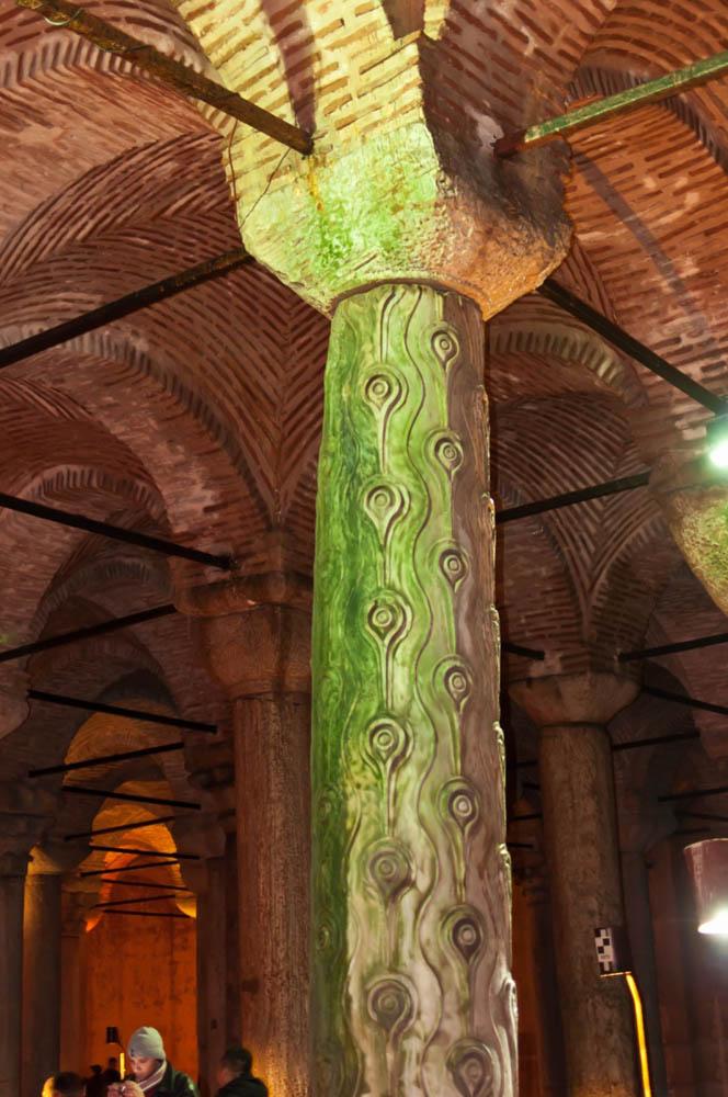 колонна в Цистерне Базилика, Стамбул, Турция