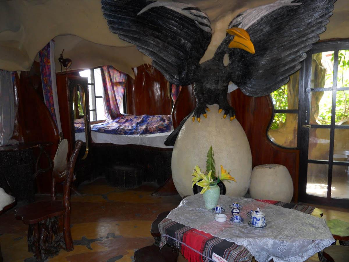 комната орла в Crazy House