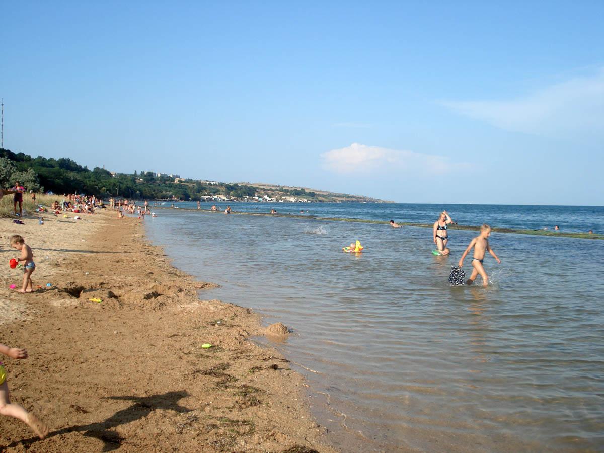 пляж в городском парке культуры и отдыха в Керчи, Крым