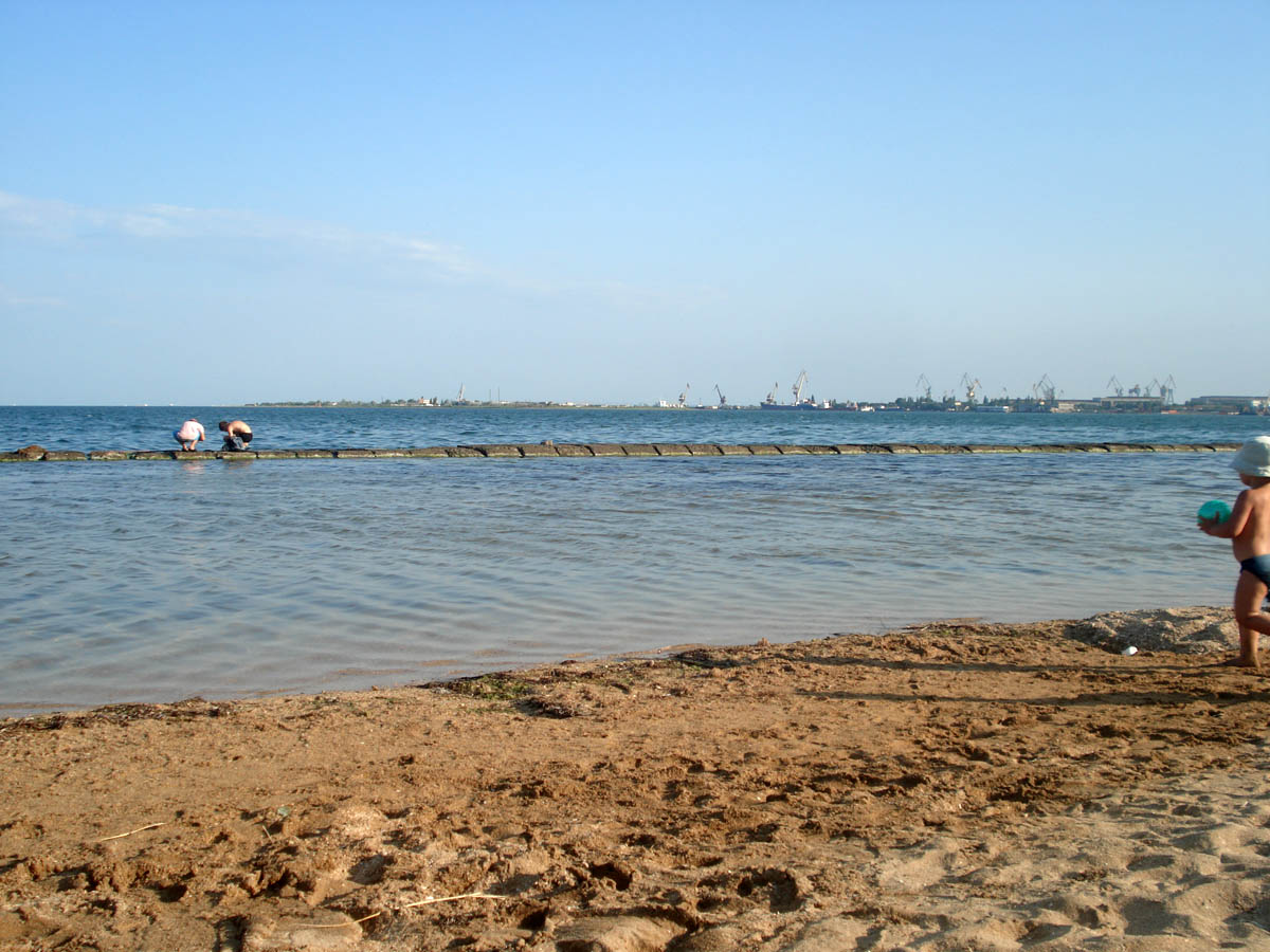 пляж в городском парке культуры и отдыха в Керчи