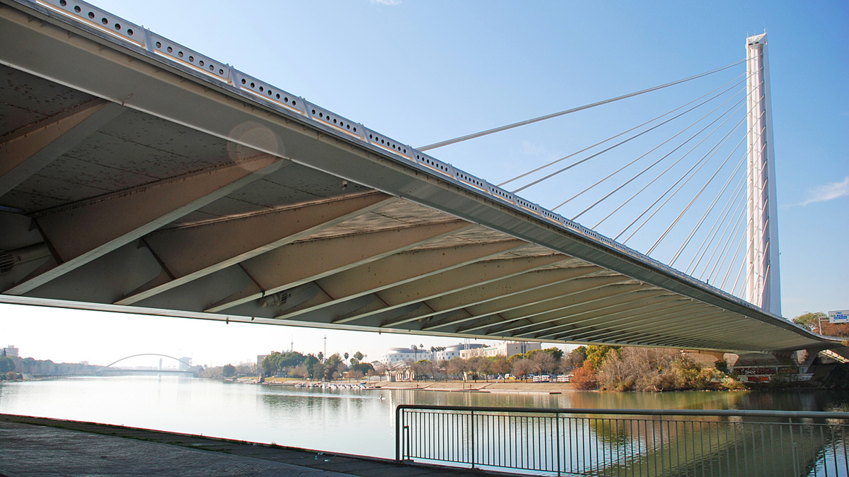 под мостом Аламильо