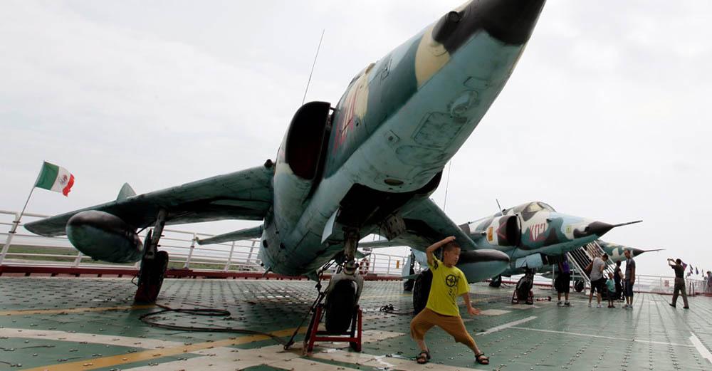 самолет на авианосце Киев, Китай