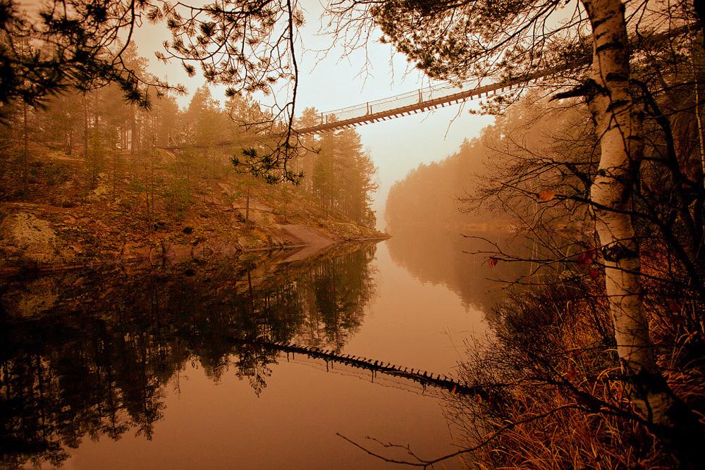висячий мост над проливом Лапинсалми