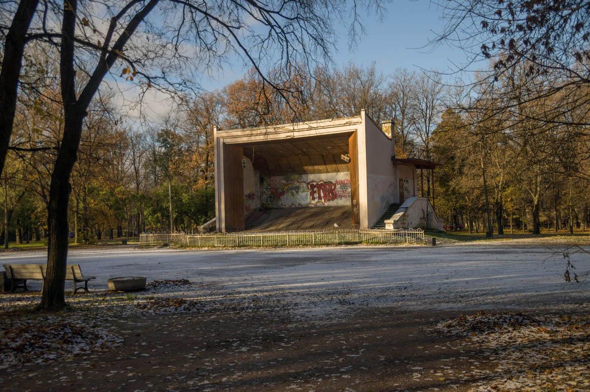 заброшенная эстрада в парке Екатерингоф, Санкт-Петербург