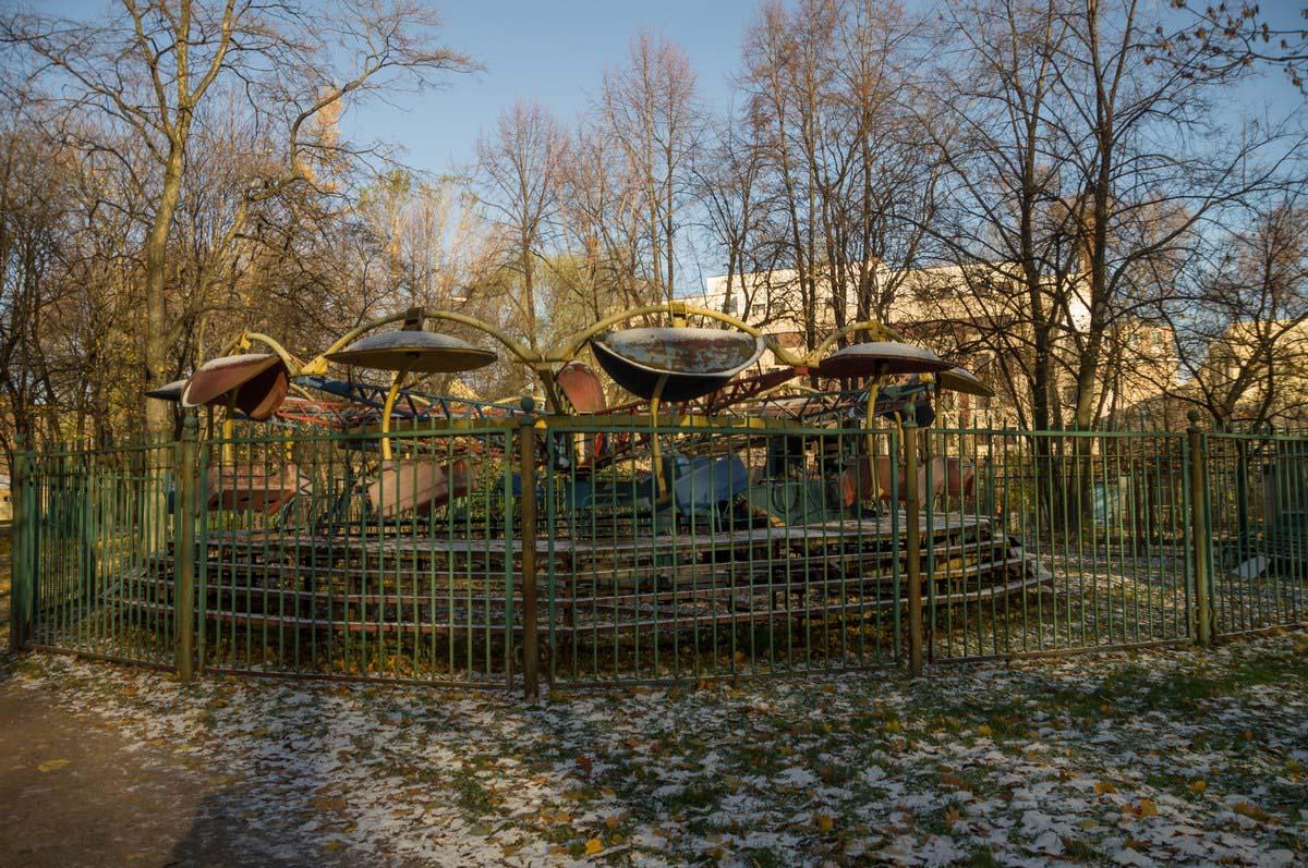 заброшенные карусели в парке Екатерингоф, Санкт-Петербург