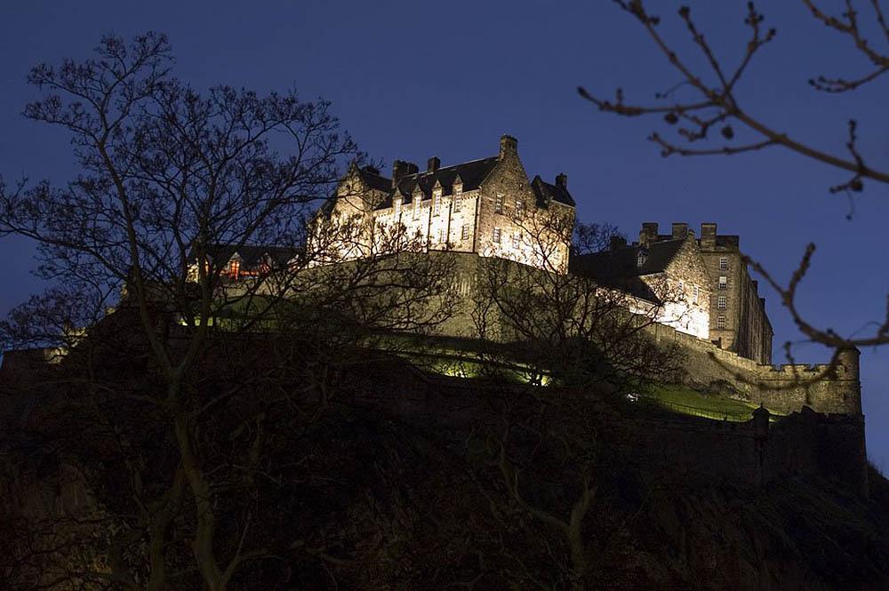 Эдинбургский замок ночью