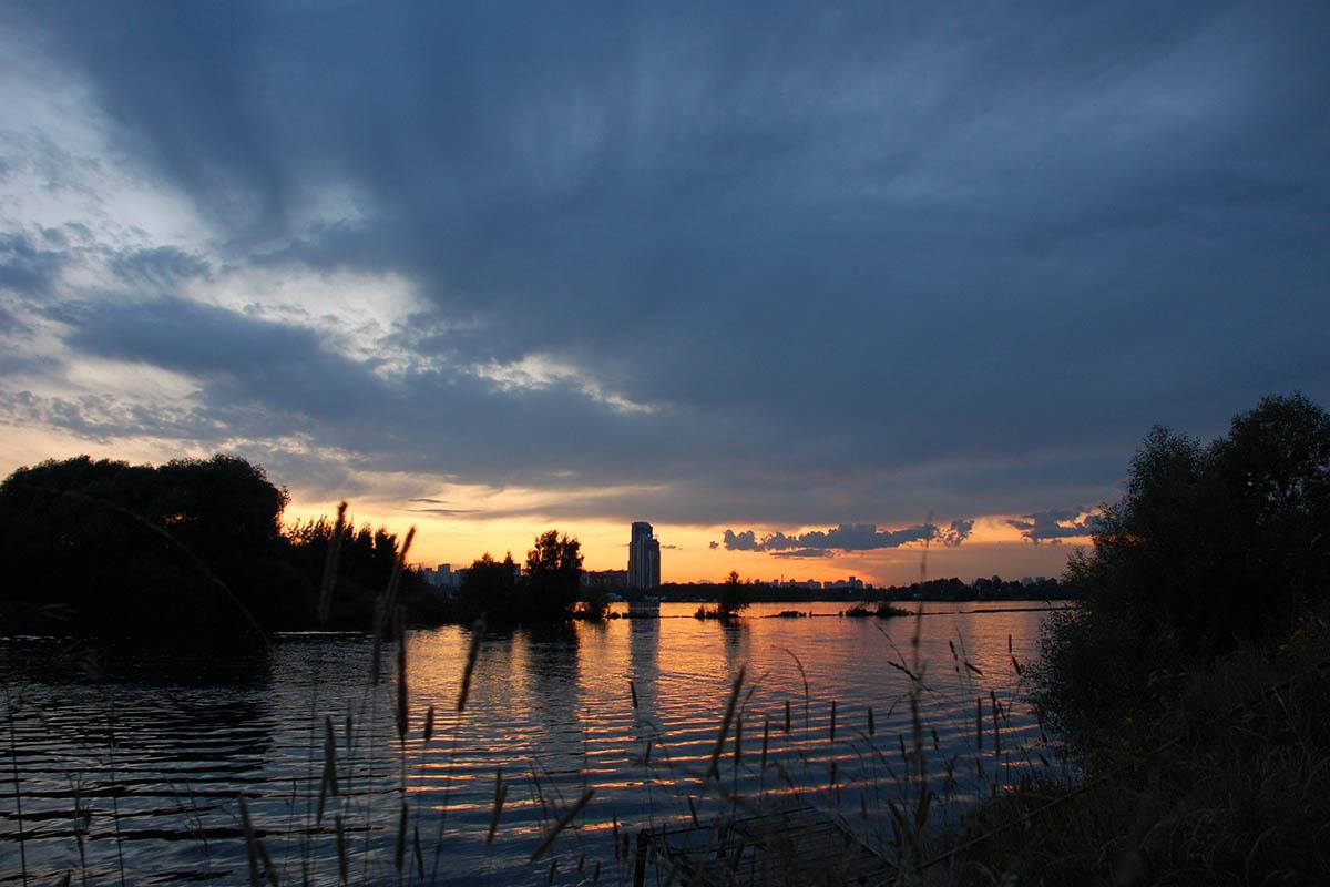 Строгинский залив на закате