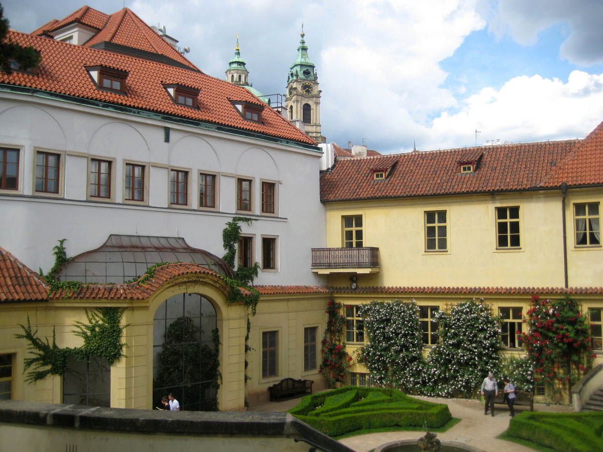 Вртбовский дворец в Праге