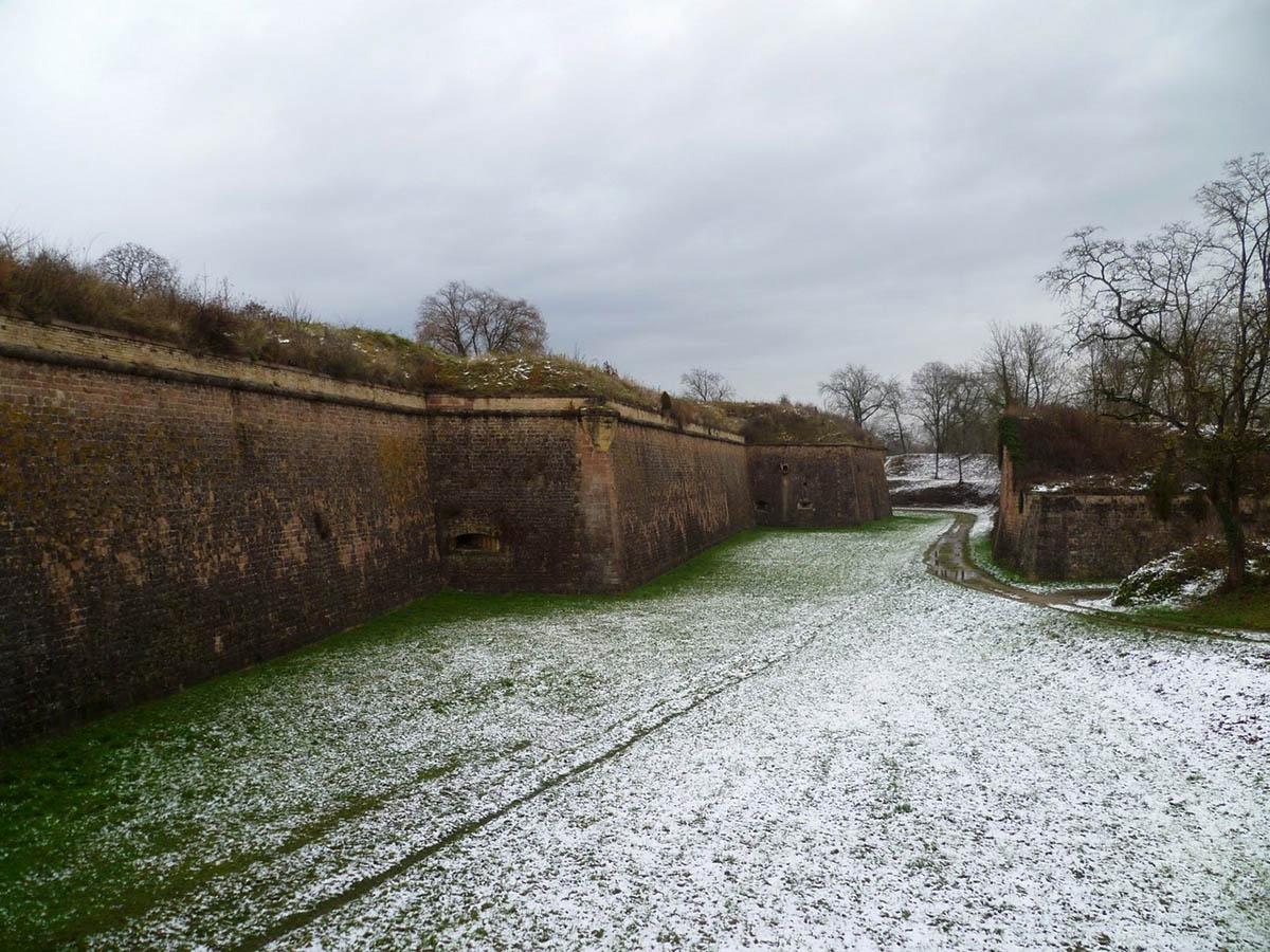 город-крепость Неф-Бризах, Франция