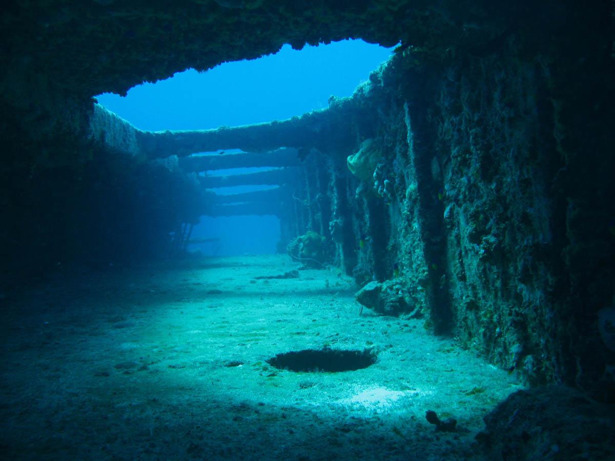 коридоры затонувшего корабля
