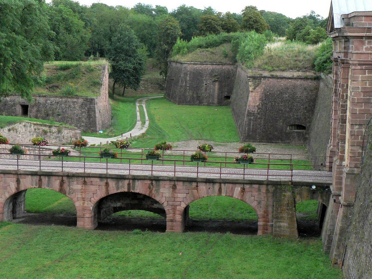 крепость Неф-Бризах