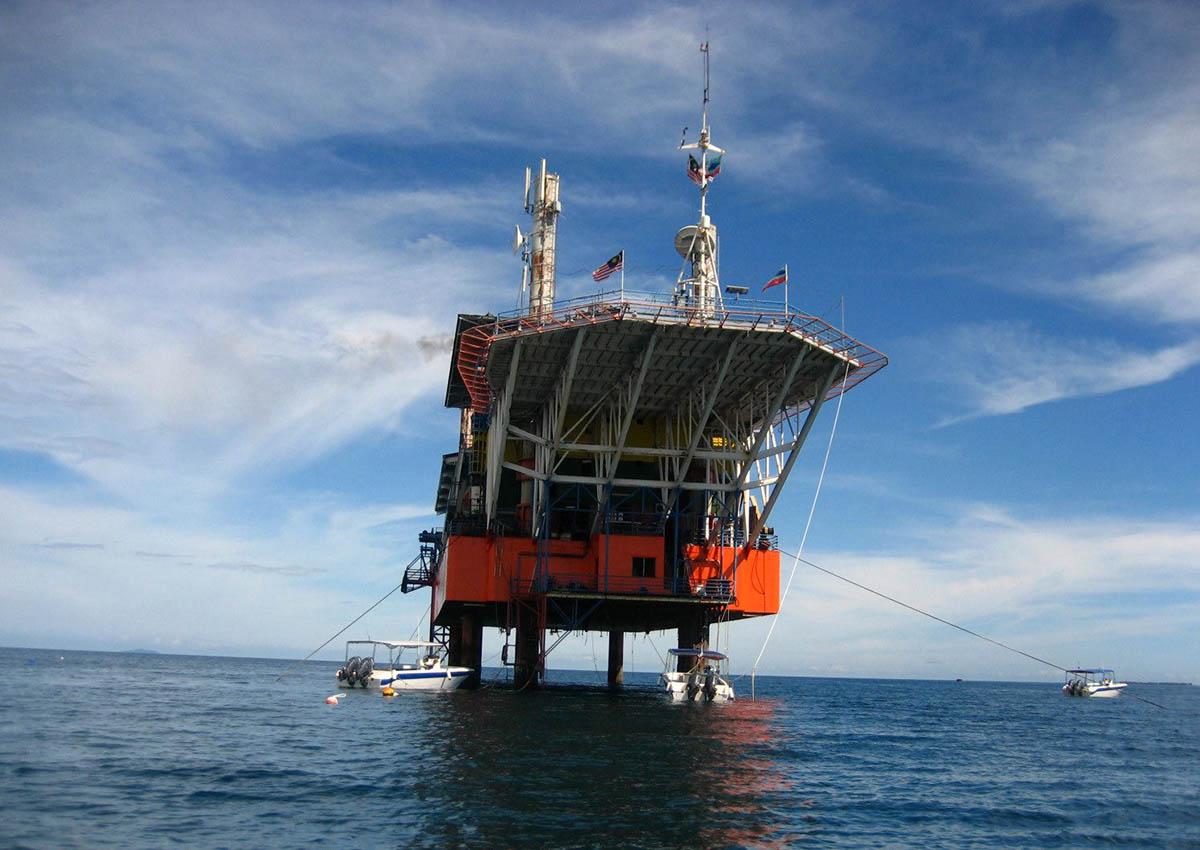 отель-нефтяная платформа Seaventures Dive Resort