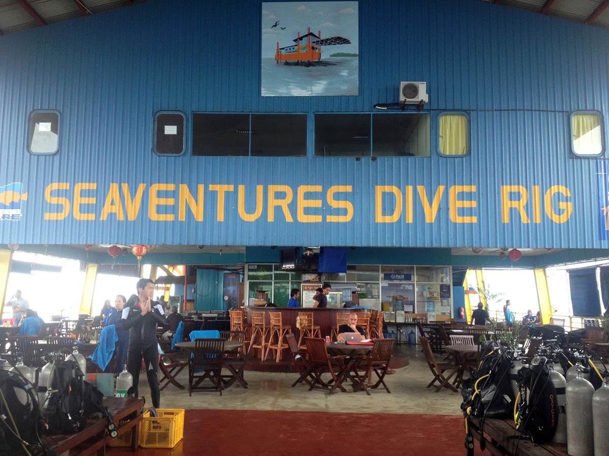 ресторан в отеле Seaventures Dive Resort