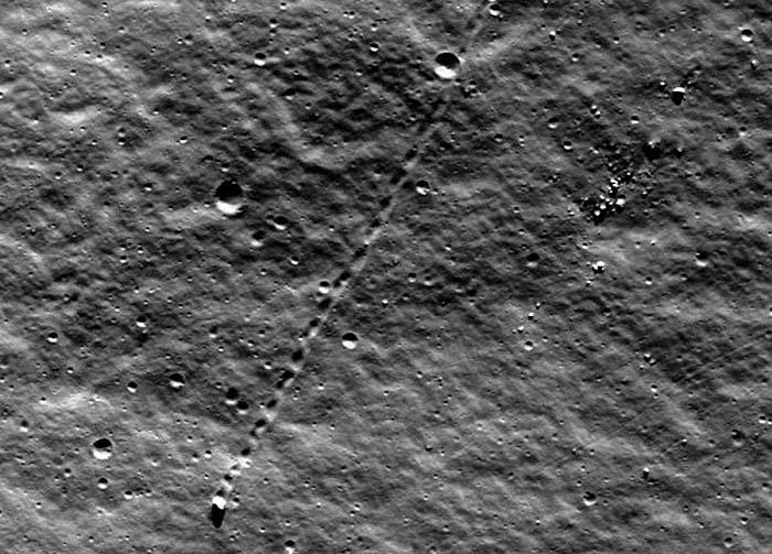 самодвижущиеся камни на Луне
