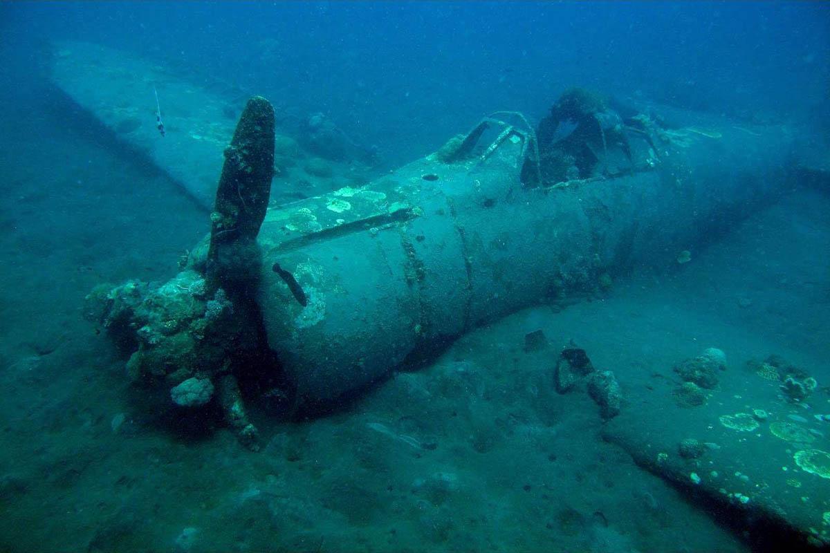 technical wreck diving, затонувший военный самолет