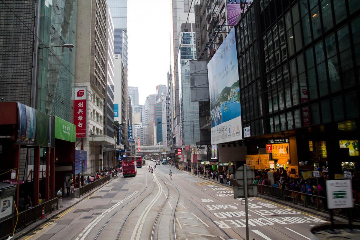 улицы Гонконга между небоскребами
