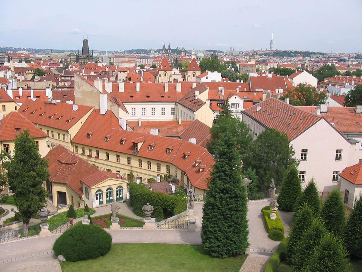 вид с Вртбовского сада на Прагу